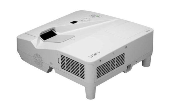 Projektor_za_kratke_razdalje_NEC_UM330X_LCD_1
