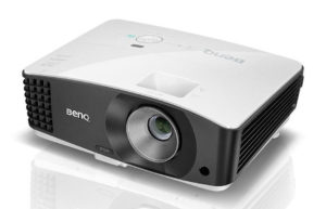 Večnamenski_projektor_BenQ_MX704_+_QCast_QP01_DLP_0